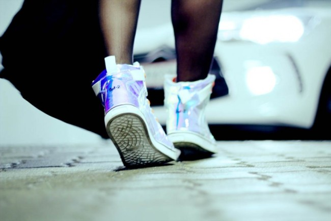 citroen-ds3-cabrio-so-chic-streetstyle-_-nat-2-holographic-sneaker-869x580