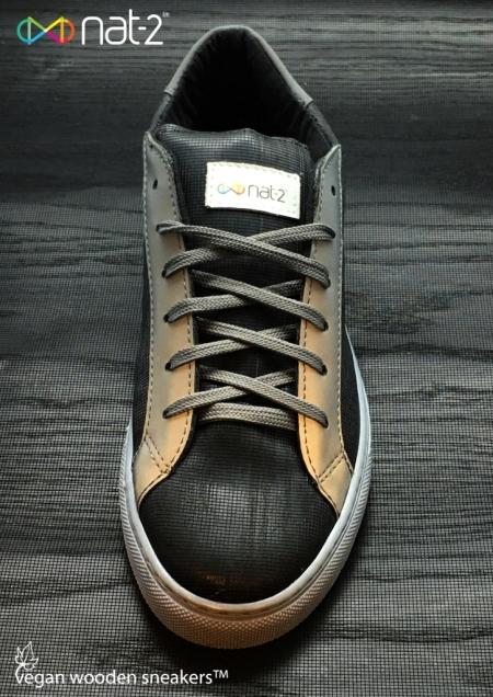 nat-2 vegan wooden sneaker  black front logo Kopie - Kopie