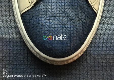 nat-2 wooden sneaker navy detail Kopie